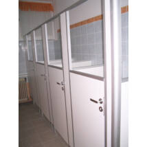 LTT óvodai WC fülke, WC kabin, melamin bevonatú bútorlapból alumínium profilszegéssel